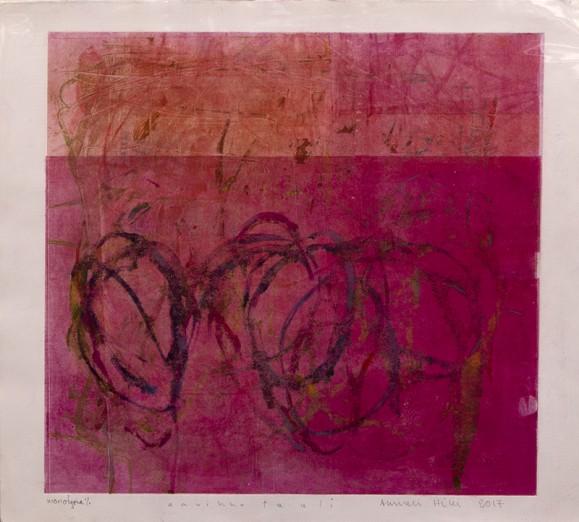 Neliö punaisen sävyissä, sisällä koukeroista viivaa, tekstuuria. Valkoinen pohja.