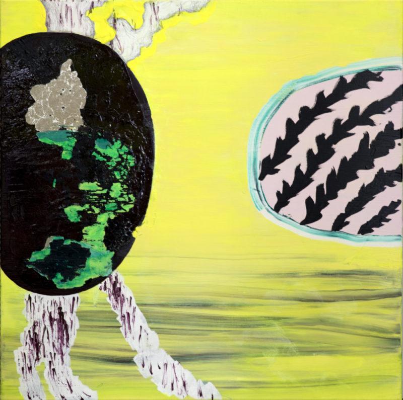 Abstrakti maalaus. Keltainen tausta. Vasemmalla musta soikio jonka sisällä vihreää ja harmaata, alhaalta ja ylhäältä erkanee valkoisia ulokkeita joissa violetteja jälkiä. Oikealla turkoosilla rajattu valkoinen soikio jonka sisällä sahalaitaisia mustia raitoja.