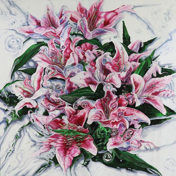Kauniita ja hieman kummallisia vaaleanpunaisia liljoja ja vihreitä terälehtiä valkoisella taustalla.
