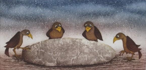 Neljä ruskeaa lintua leivän ympärillä. Taustalla haalean ruskeaa ja sininen tähtitaivas.