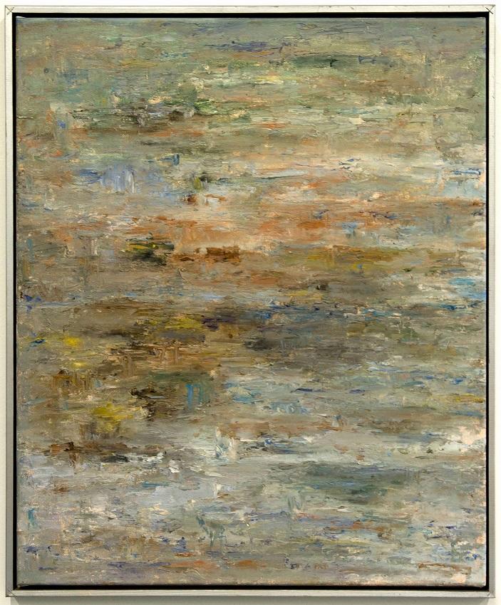 Tekstuurillinen maalaus vaaleissa ja maanläheisissä väreissä.