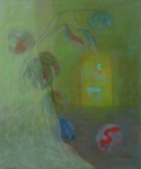 Vihreäsävyinen maalaus, sinipunaisia himmeitä kukkia, pallo jossa käärmemäinen punainen muoto, vihreästä ikkunasta näkyy kuunsirppi.