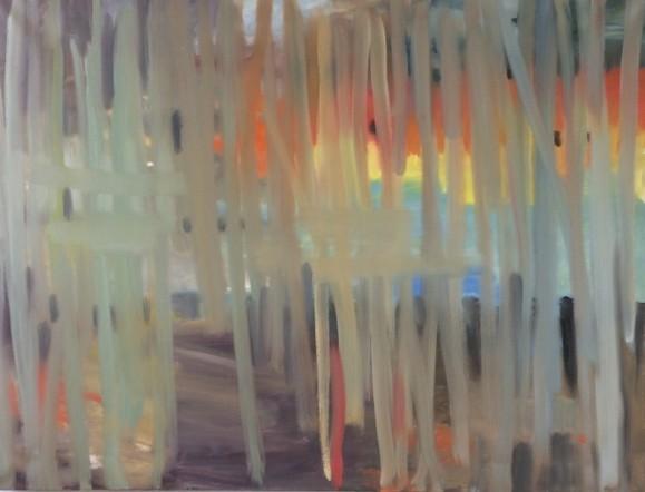 Abstrakti maalaus. Pystysuuntaisia harmahtavia maalausjälkiä joiden lomassa oranssia, keltaista, sinistä, violettia.