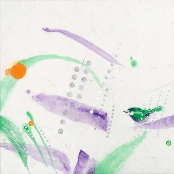 Hajanaisia haaleita maalausjälkiä, vihreää ja violettia. Vihreitä, violetteja ja oransseja pilkkuja. Vihreä lintu.