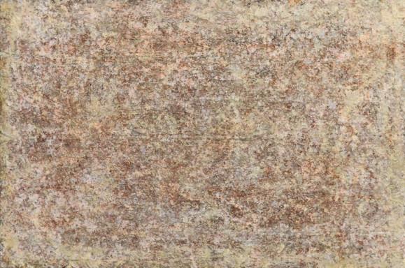 Abstrakti maalaus. Rosoista tekstuuria, heleitä punertavia ja ruskeita sävyjä ja valkoista.