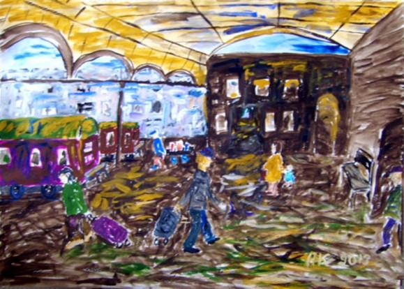 Kirjava epämääräinen näkymä rautatieasemasta. Junia ja matkalaukkuja raahaavia ihmisiä.