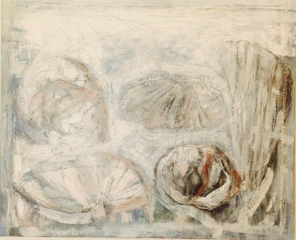Vaalea abstrakti maalaus. Himmeitä simpukkamaisia muotoja, tekstuuria, ripaus ruskeaa ja punaista.