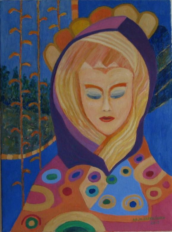 Mystinen naishahmo, vaaleat hiukset, violetti huppu, koltussa vaaleanpunaista, oranssia ja värikkäitä pilkkuja. Taustalla sinistä, oransseja köynnöksiä ja vihreää metsää.