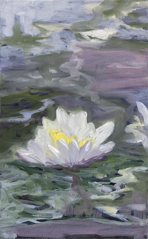 Valkoinen kukka, abstraktin maalauksellinen tausta hillityillä väreillä.