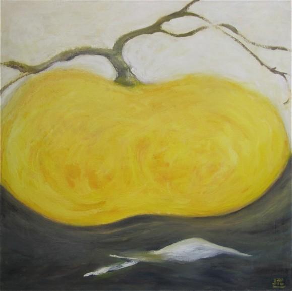 Keltaisesta omenamaisesta muodosta nousee ruskea oksa. Yllä valkoista, alla tummanharmaata.
