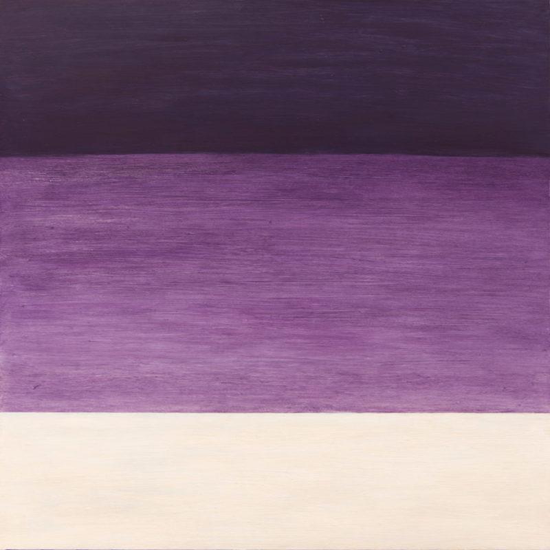 Minimalistinen maalaus, jossa kolme horisontaalista värialuetta: tumman violetti, violetti ja luonnonvalkoinen.