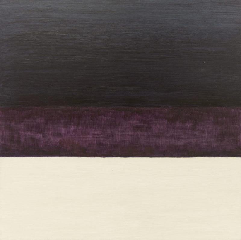 Minimalistinen maalaus, jossa kolme horisontaalista värialuetta: tummansininen, violetti ja luonnonvalkoinen.