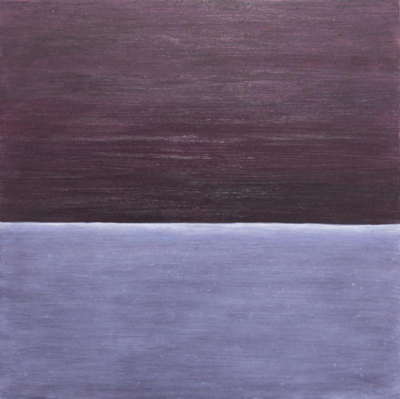 Minimalistinen maalaus. Kaksi horisontaalista värialuetta, violetti ja sininen, maalausjäljen tekstuuria.