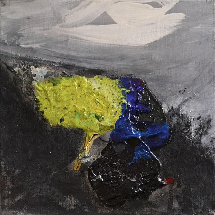 Abstrakti maalaus, tummanharmaata, harmaata, keskellä läntti sinistä ja keltaista.