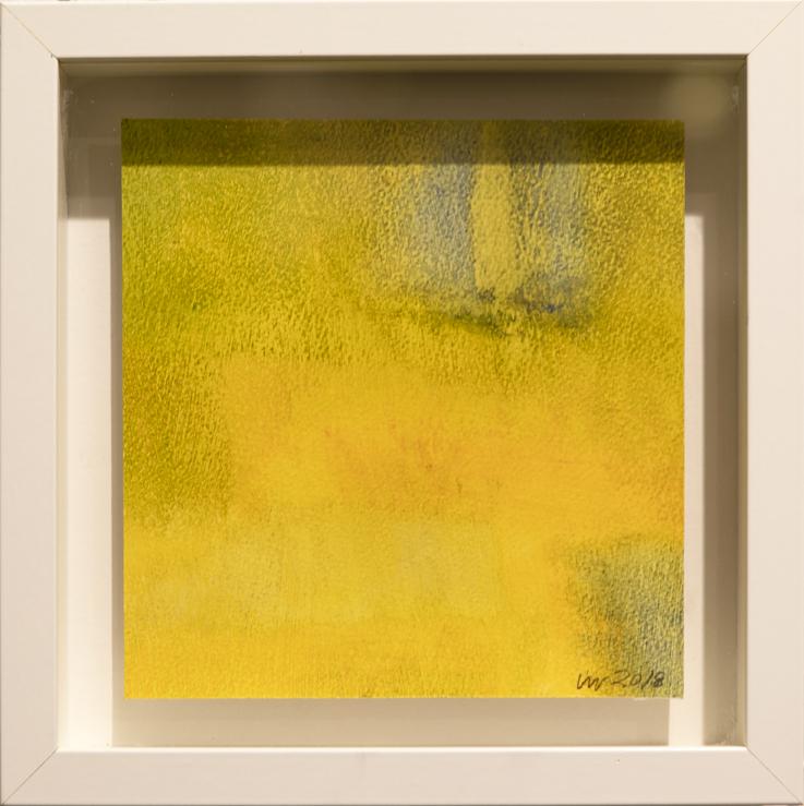 Minimalistinen keltainen maalaus. Valkoinen kehys.