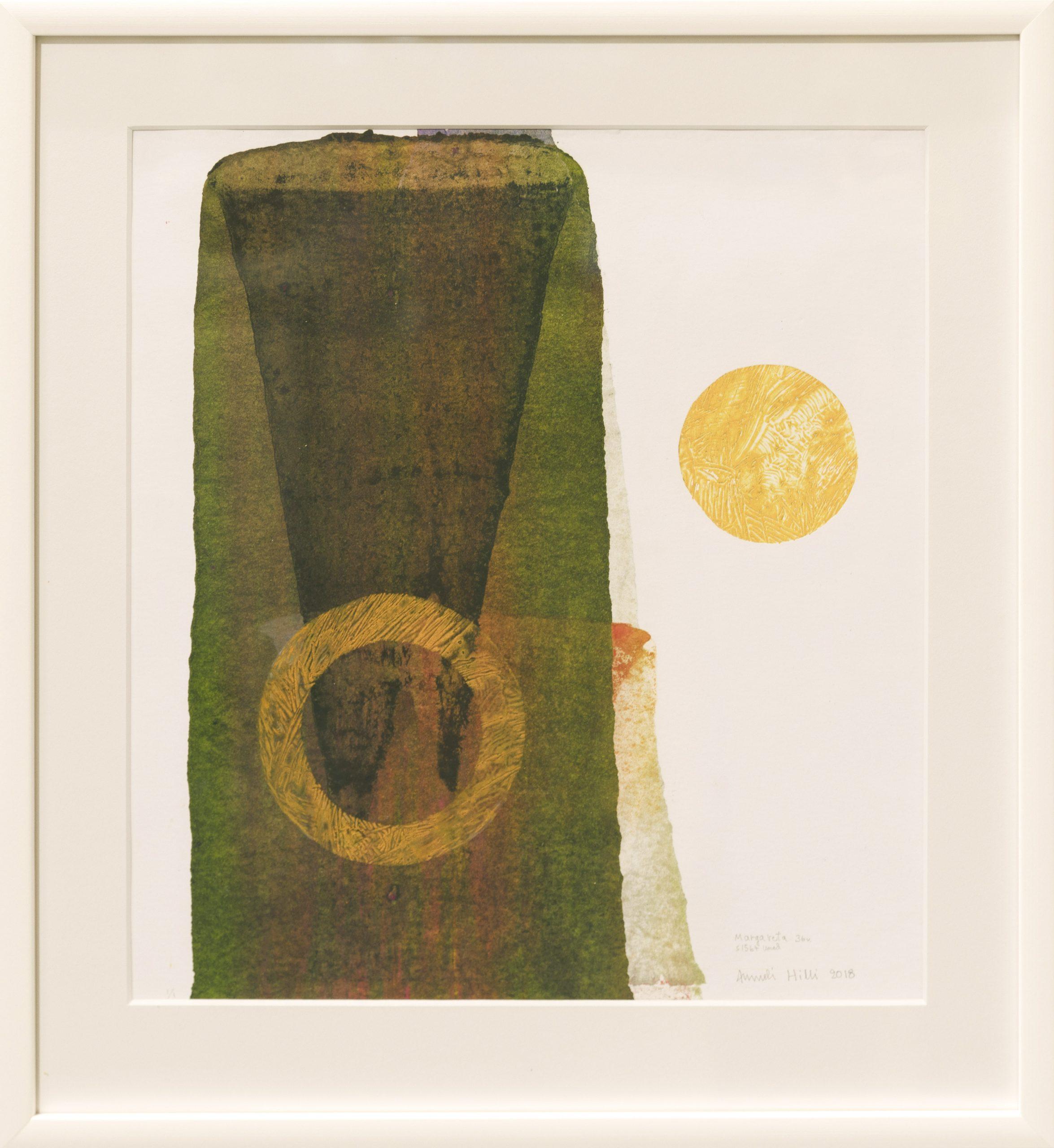 Abstratki muoto, jossa myrkynvihreää, ruskean sävyjä sekä keltainen kehä. Ulkopuolella keltainen pallo. Valkoinen tausta.