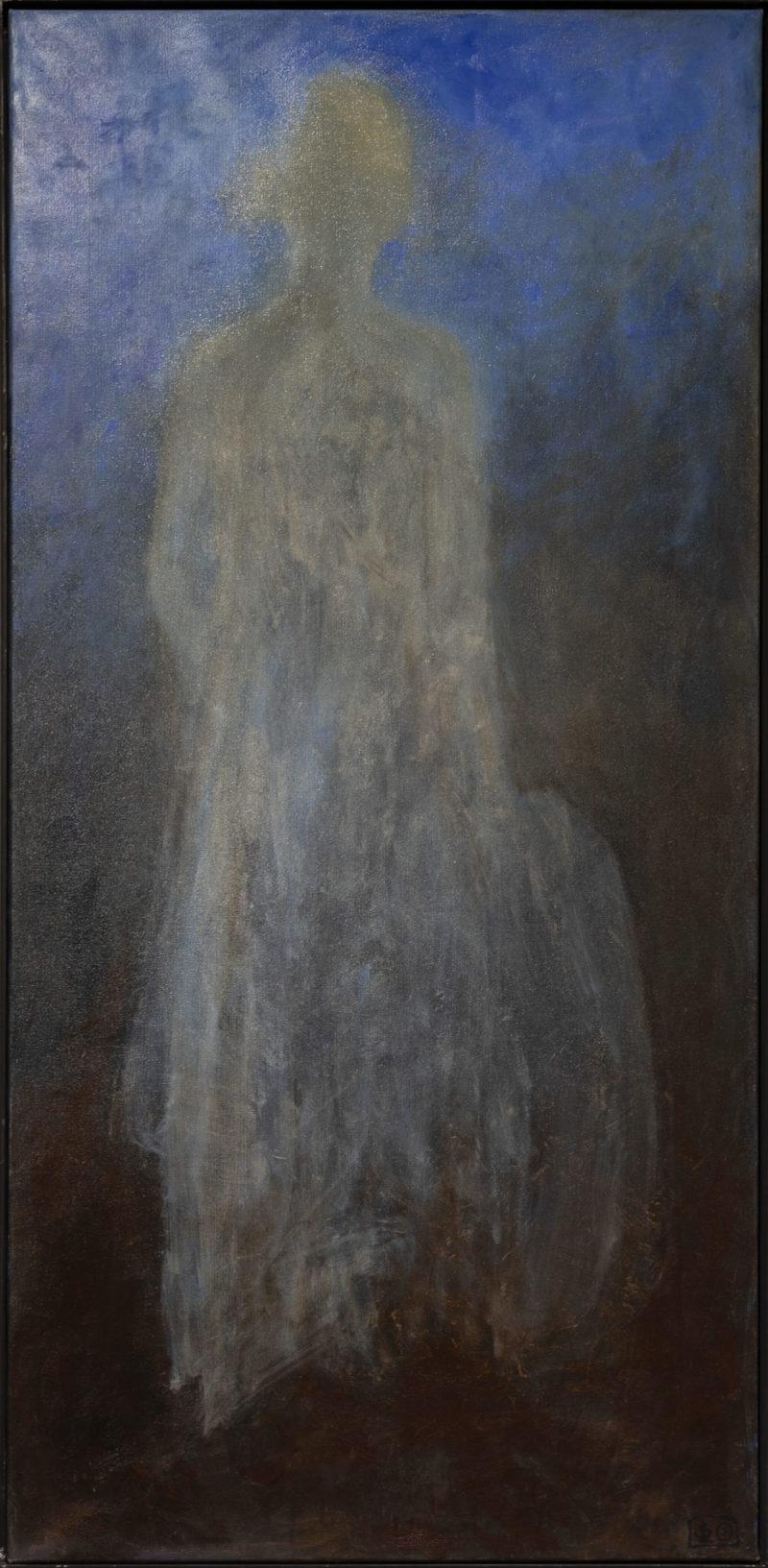Aavemainen vaalea hahmo sinisellä ja ruskealla taustalla.