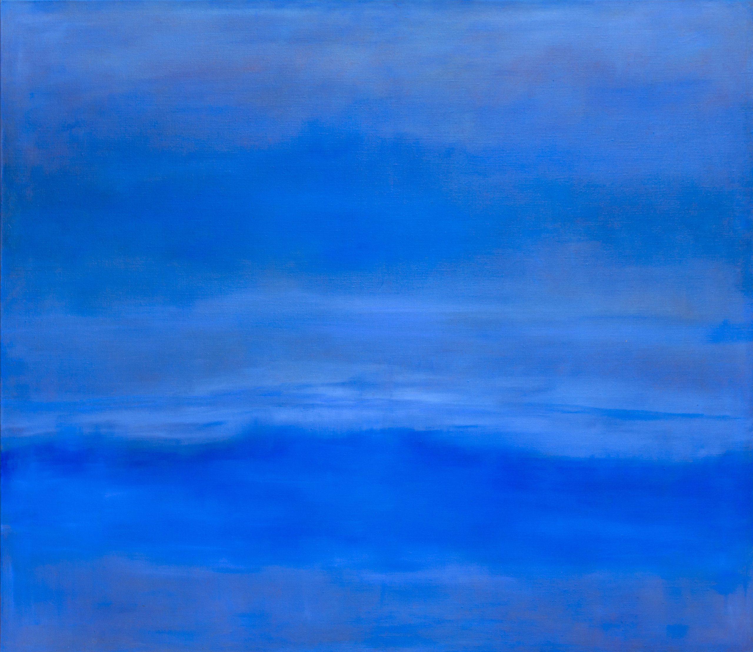 Inarijärvi tyynenä ja sinisen valon kyllästämänä.